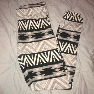 American Eagle tribal hi-rise leggings